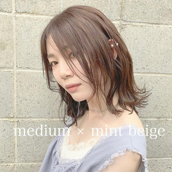 外ハネミディアム前髪なしのレディースヘア10