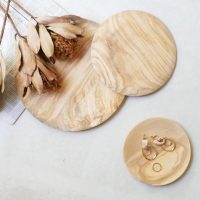 お洒落とぬくもりをプラス!オリーブの木で造られた「木皿」