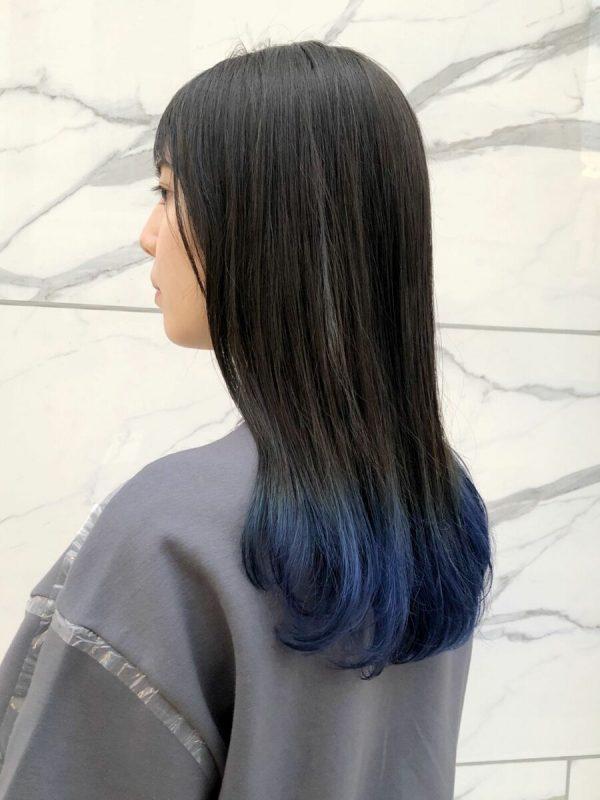 青色の毛先カラースタイル