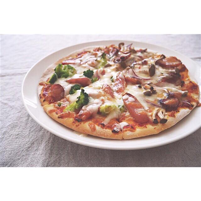 焼き豚としめじと赤玉ねぎのピザ