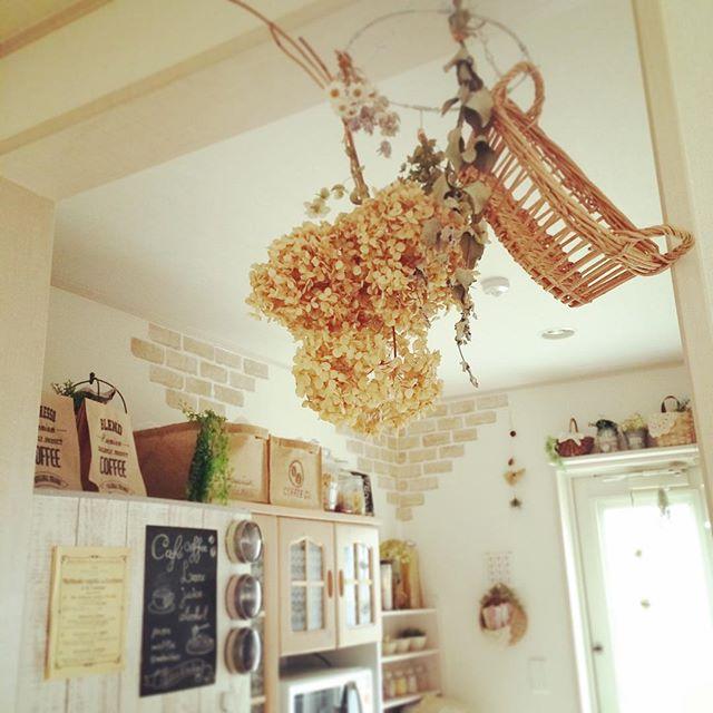 風水で南西と相性の良い色を使ったキッチン