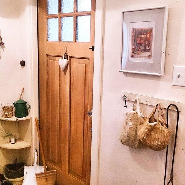 写真を飾りにした玄関の壁6