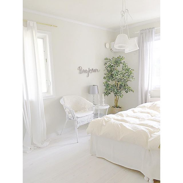 白いインテリアで作る女性の一人暮らし部屋