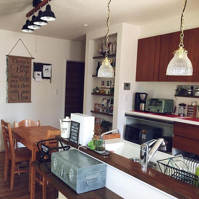 透明シェードのキッチン照明