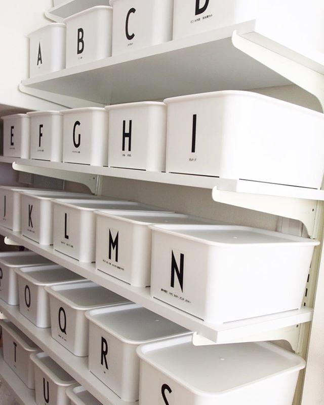 高い階段下の収納アイデア④日用品