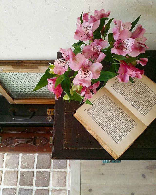 花をインテリアにした玄関の壁飾り4