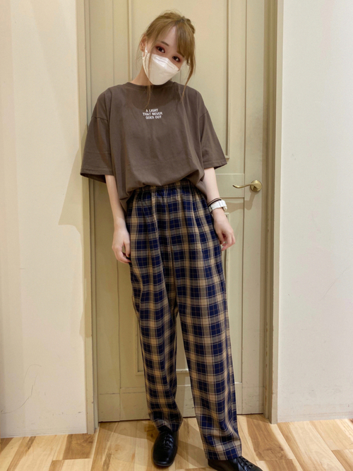 Tシャツ×柄パンツの秋コーデ