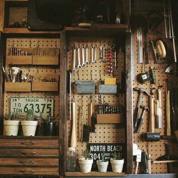 壁面に工具を収納