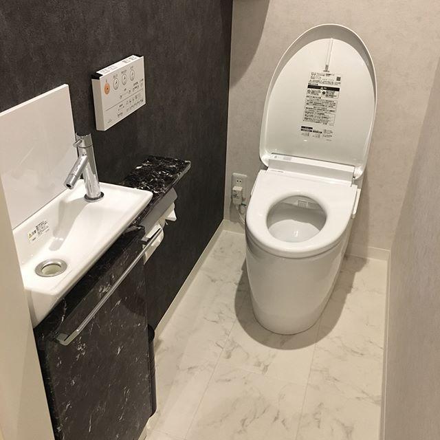 大理石柄リメイクシートでトイレリメイク