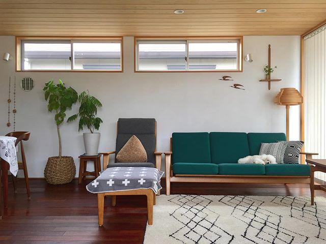 木製家具とテキスタイルで北欧風リビング
