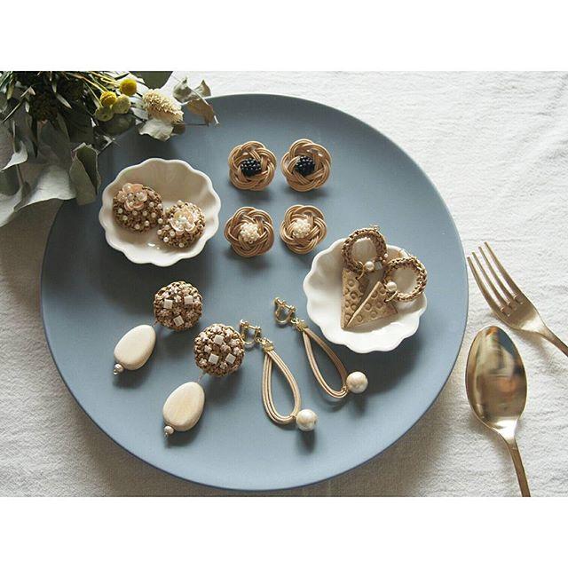 マットな食器に飾る方法