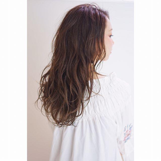 ロングに似合う髪色×春×プラチナアッシュ