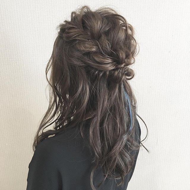 華やか可愛い!編み込み黒髪ハーフアップアレンジ