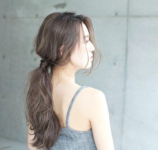 ロングヘアに似合う髪色×夏×カーキグレージュ