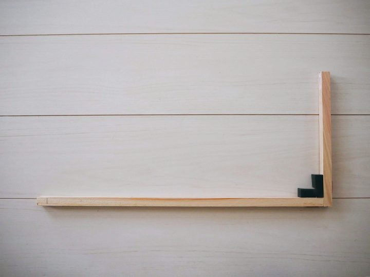1.ラックの側面になる木枠を2つ作る