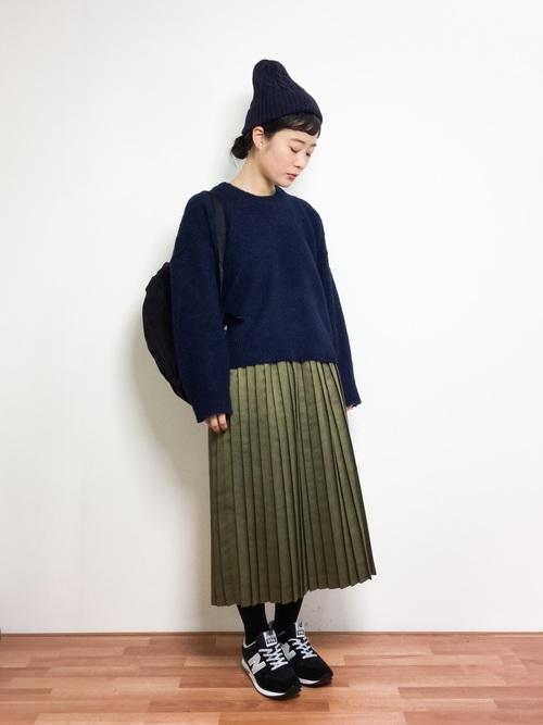 ケーブル編みニット帽×プリーツスカート