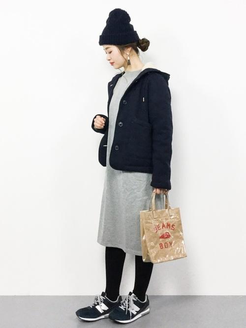 黒ニット帽×Tシャツワンピース