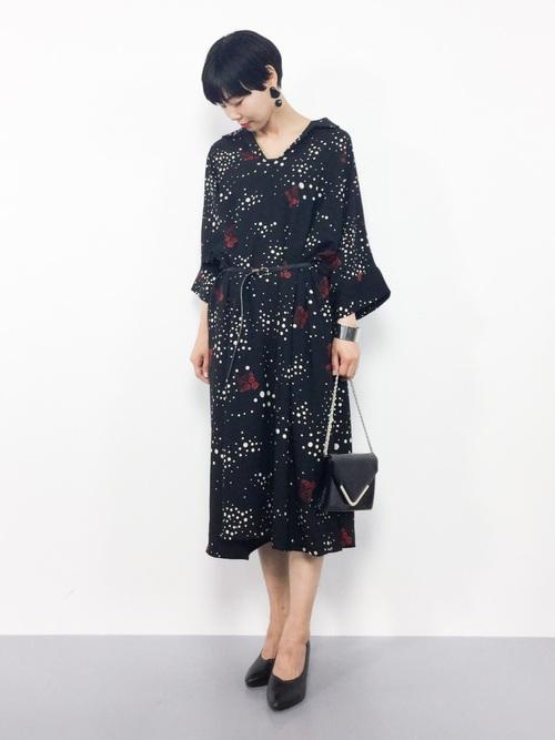 [antiqua] レトロ気分で着たい、花ドット柄。デザインシャツワンピ