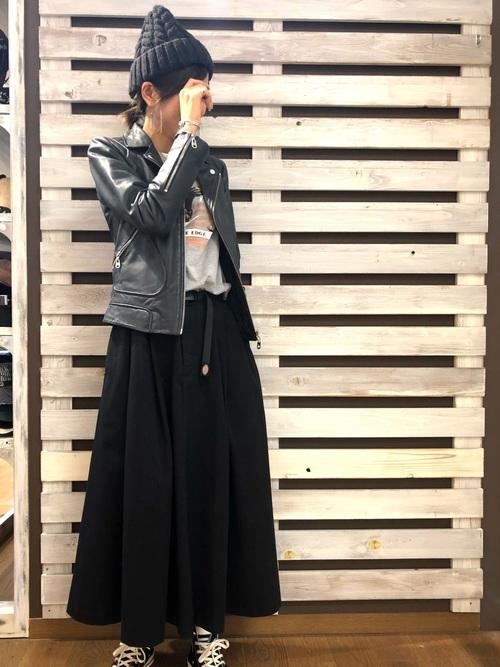 ざっくり編みニット帽×ライダースジャケット