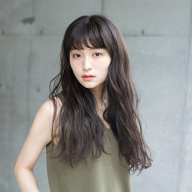 ロングに似合う髪色×秋×カーキグレージュ