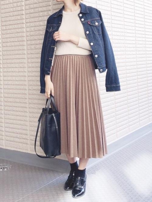 デニムジャケット×茶色スカートのコーデ
