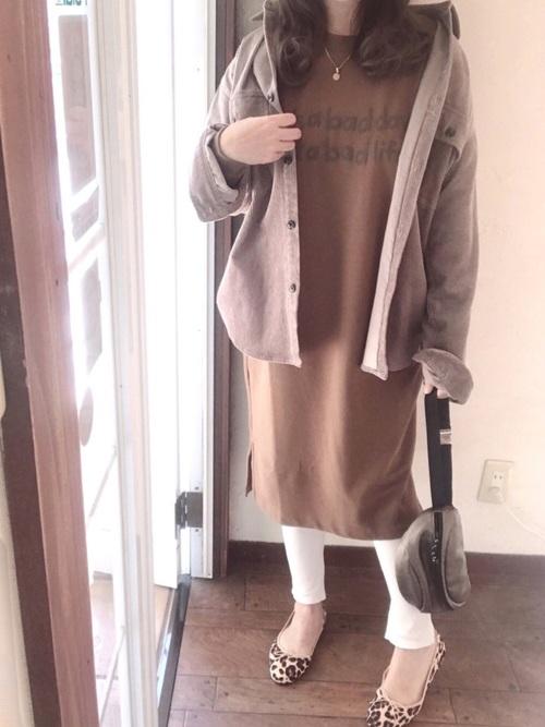 ユニクロ茶色ワンピース×ジャケットコーデ