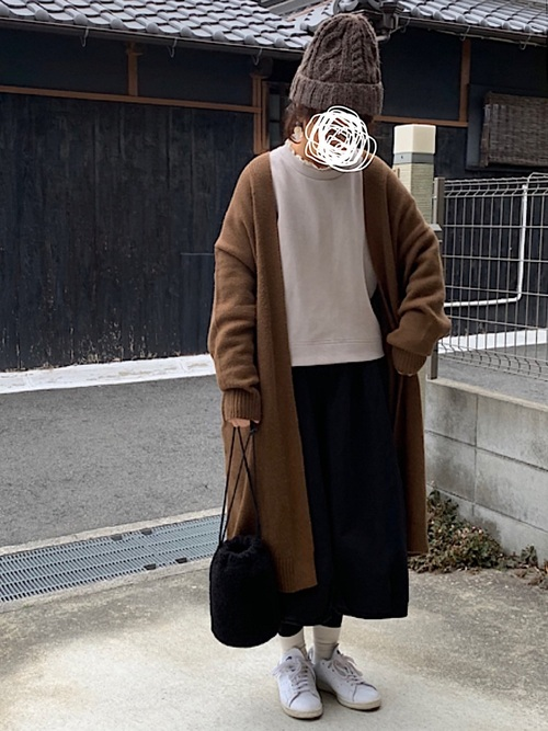 無印良品黒スカート+ロングカーデコーデ