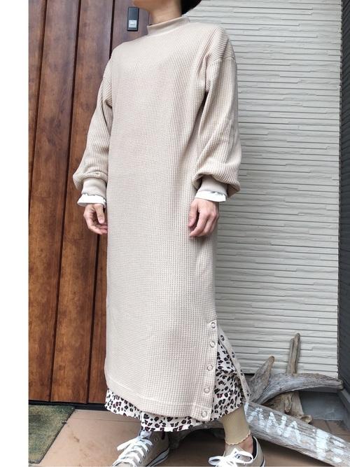 ワッフル編みワンピースの秋コーデ