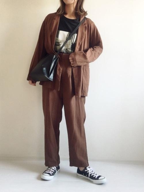 テーラードジャケット×パンツコーデ3