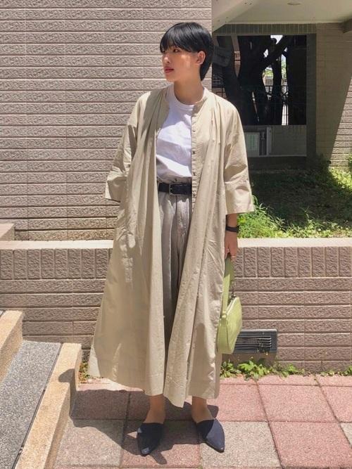 ユニクロ緑シャツワンピース×白Tシャツコーデ