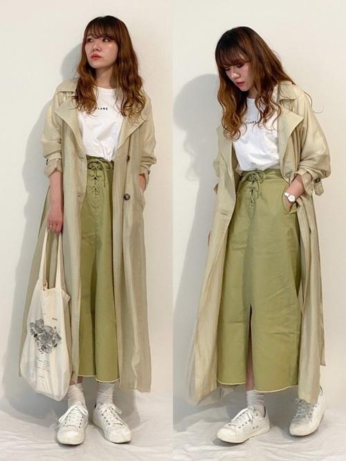 グリーンスカート×トレンチコートの秋コーデ