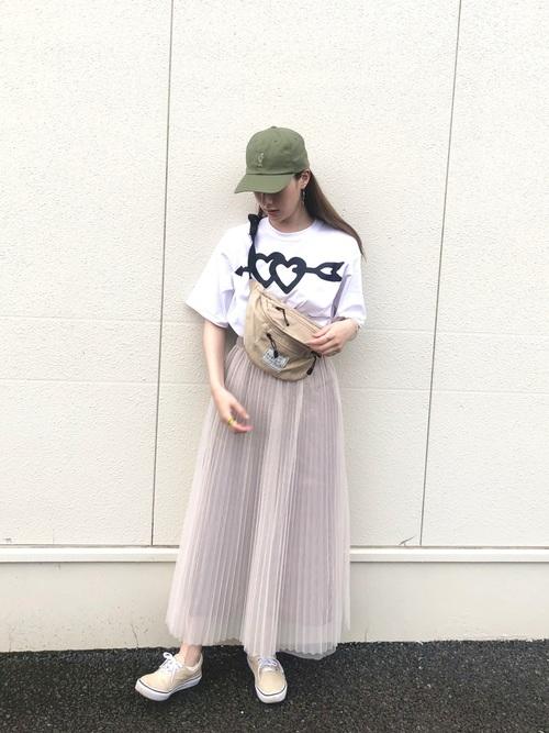 キャップ×スカートのレディース秋コーデ4
