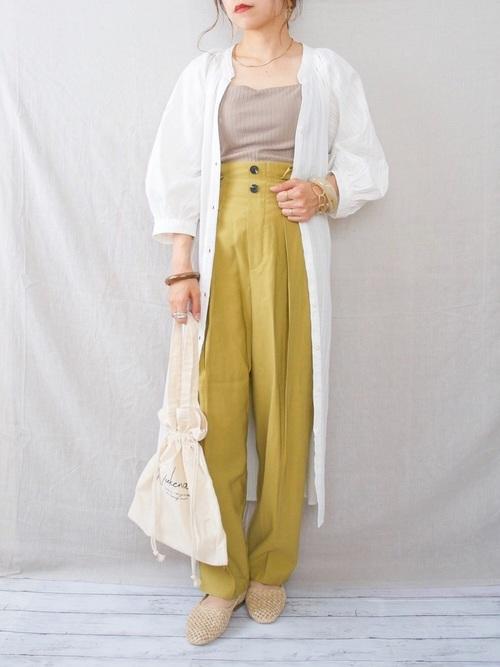 ユニクロ白ワンピース×黄色パンツの秋コーデ