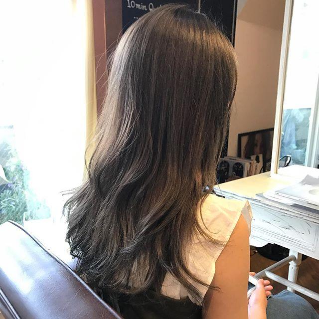 ロングに似合う髪色×秋×グレーアッシュ