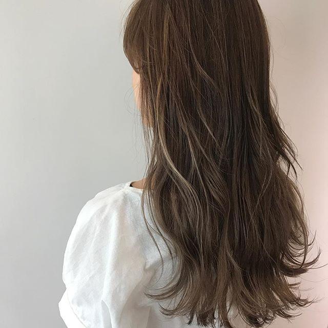 ロングに似合う髪色×夏×ハイライト入りグレージュ