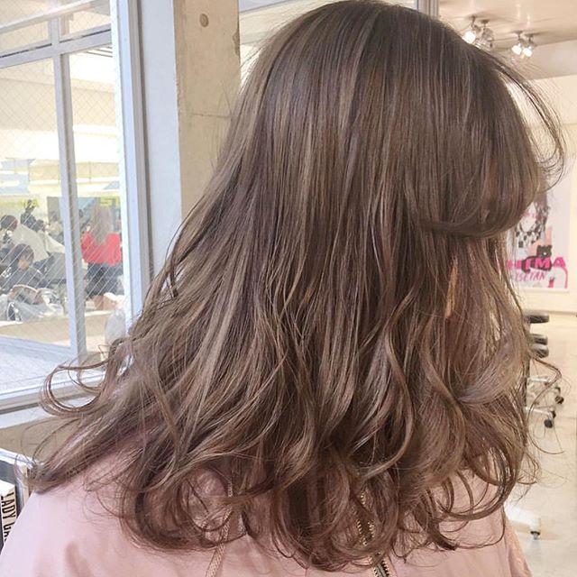 ロングに似合う髪色×春×ミルクティーベージュ