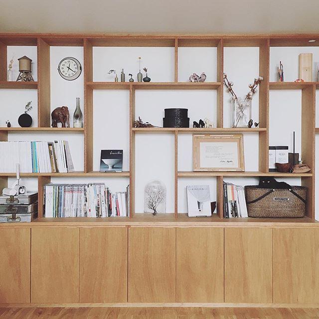 大量の雑誌を収納《本棚》