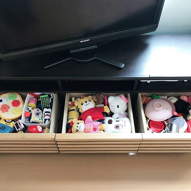 おもちゃは分類して3つの引き出しに収納