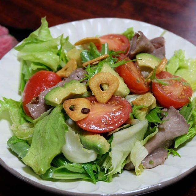 オムライスの夕食に!牛タンとアボカドのサラダ