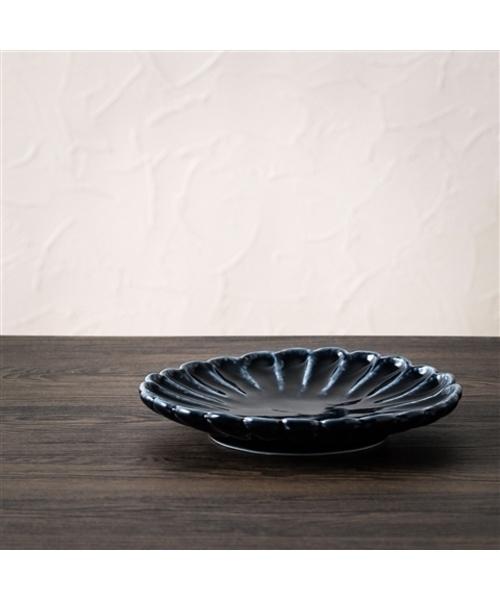 艶のあるデザインが映えるお皿