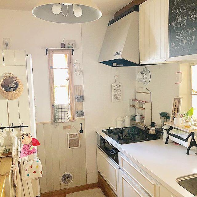 白い木目調のリメイクシートでキッチンDIY