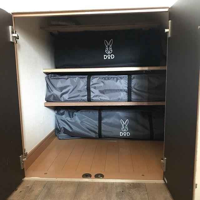 低い階段下の収納アイデア⑦アウトドア用具