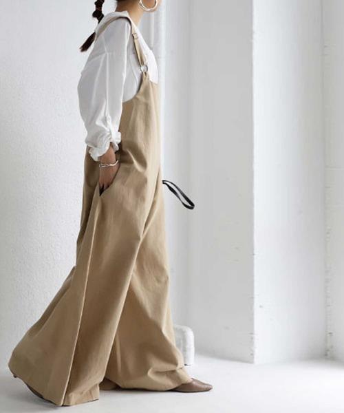 [antiqua] 凝ったデザインでシーズンレスに活躍する。デザインサロペット