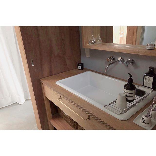 ナチュラルで温かさのある造作洗面台