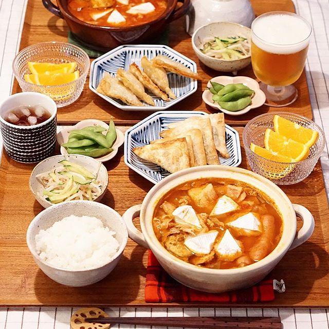 人気の具材で!トマトカマンベール鍋