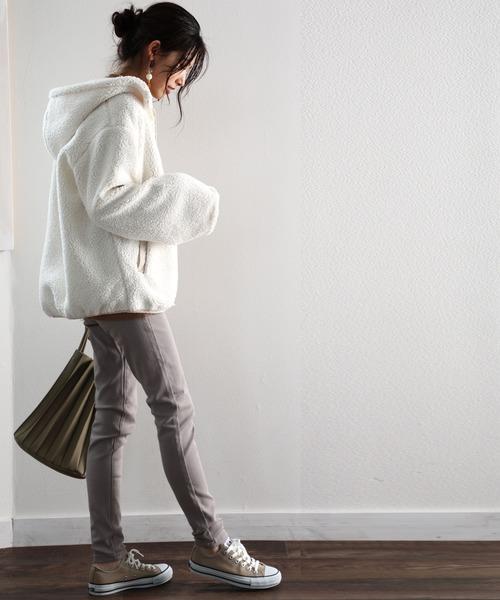 ワイド袖ブルゾン×パンツの服装