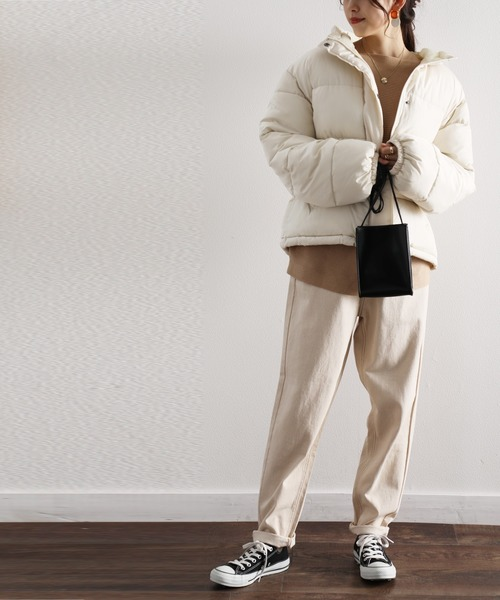 ジップアップブルゾン×パンツの服装