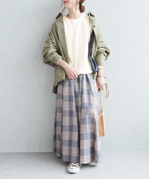 シンプル無地スウェットの服装