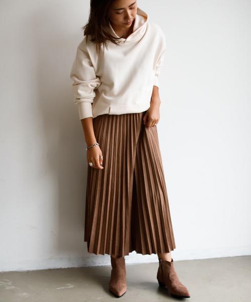 スウェードプリーツスカートの秋コーデ