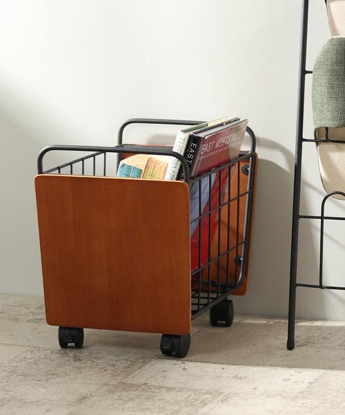 本や雑誌をおしゃれに収納できるカートバスケット